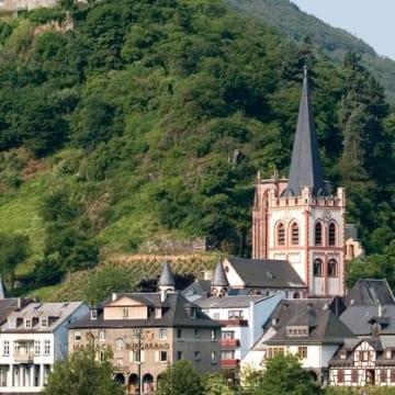 ラインの古城を望む<br/>Castles Along the Rhine